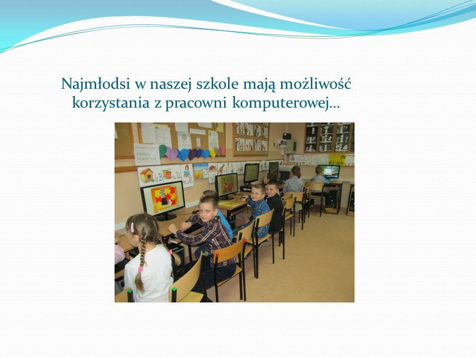 Najmłodsi w naszej szkole mają możliwość korzystania z pracowni komputerowej…