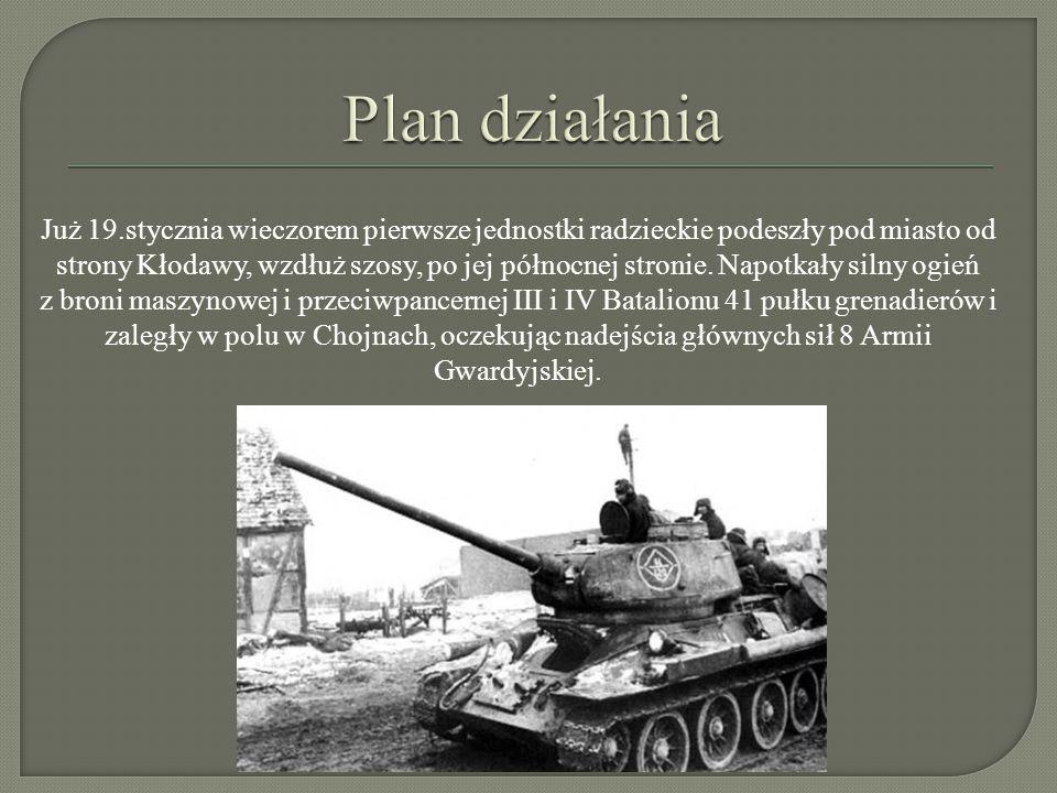 Już 19.stycznia wieczorem pierwsze jednostki radzieckie podeszły pod miasto od strony Kłodawy, wzdłuż szosy, po jej północnej stronie. Napotkały silny