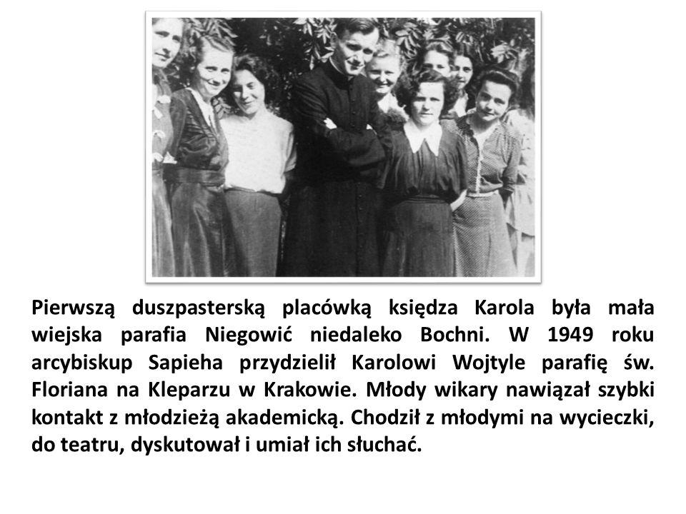 Pierwszą duszpasterską placówką księdza Karola była mała wiejska parafia Niegowić niedaleko Bochni. W 1949 roku arcybiskup Sapieha przydzielił Karolow
