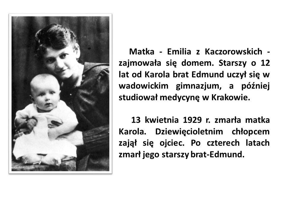 Matka - Emilia z Kaczorowskich - zajmowała się domem. Starszy o 12 lat od Karola brat Edmund uczył się w wadowickim gimnazjum, a później studiował med