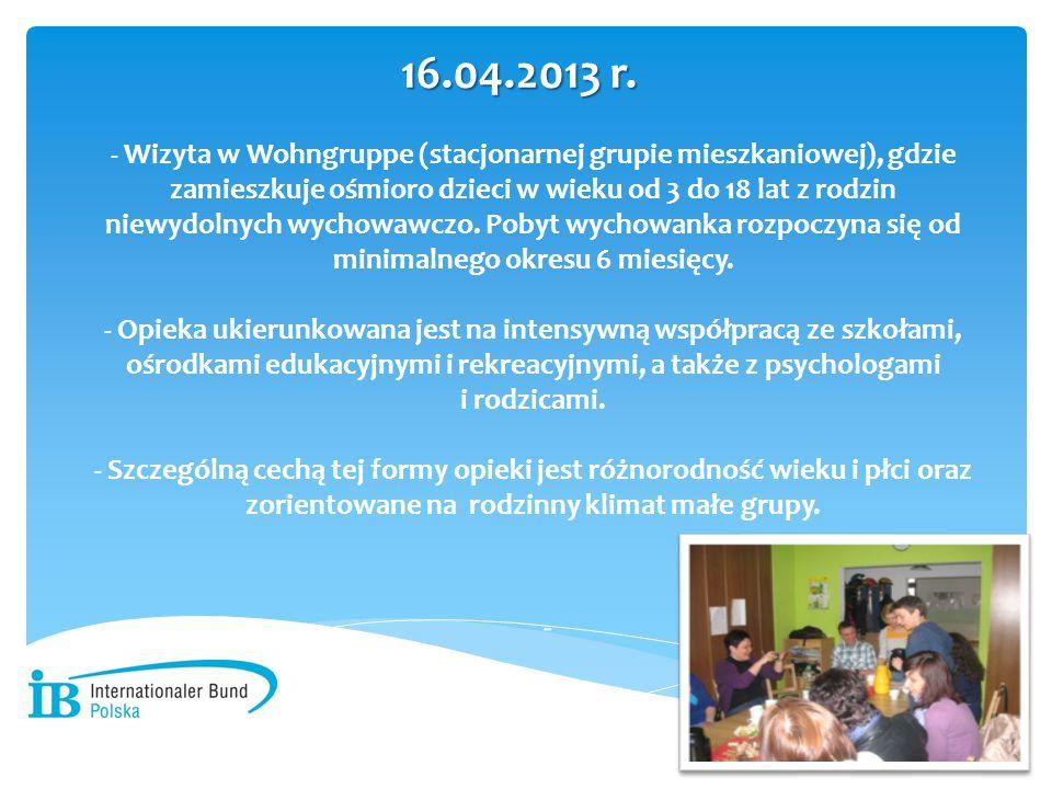 - Wizyta w Wohngruppe (stacjonarnej grupie mieszkaniowej), gdzie zamieszkuje ośmioro dzieci w wieku od 3 do 18 lat z rodzin niewydolnych wychowawczo.