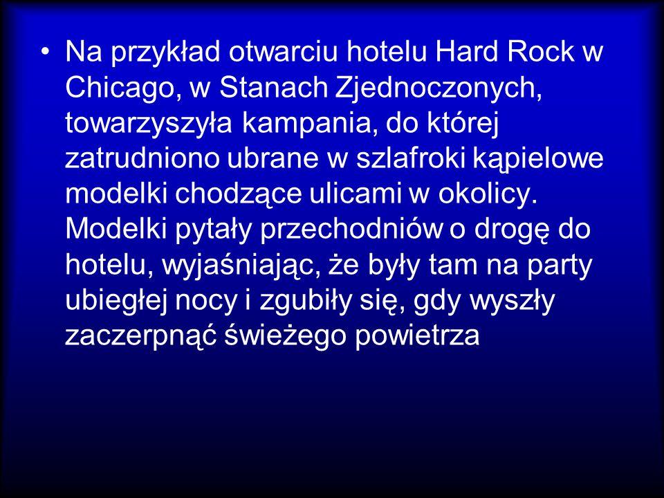 Na przykład otwarciu hotelu Hard Rock w Chicago, w Stanach Zjednoczonych, towarzyszyła kampania, do której zatrudniono ubrane w szlafroki kąpielowe mo