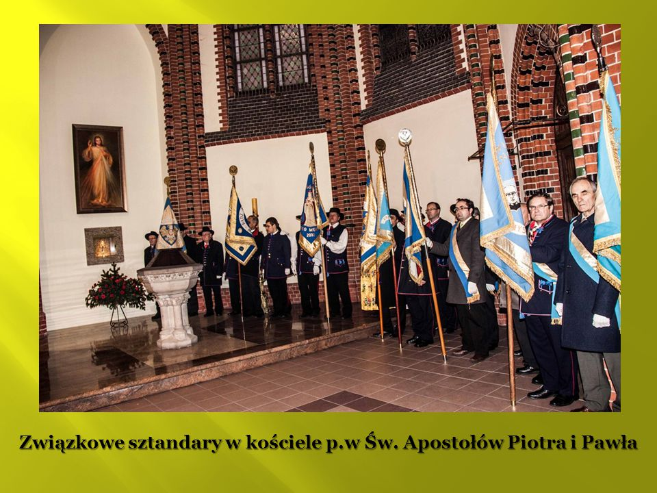 Związkowe sztandary w kościele p.w Św. Apostołów Piotra i Pawła