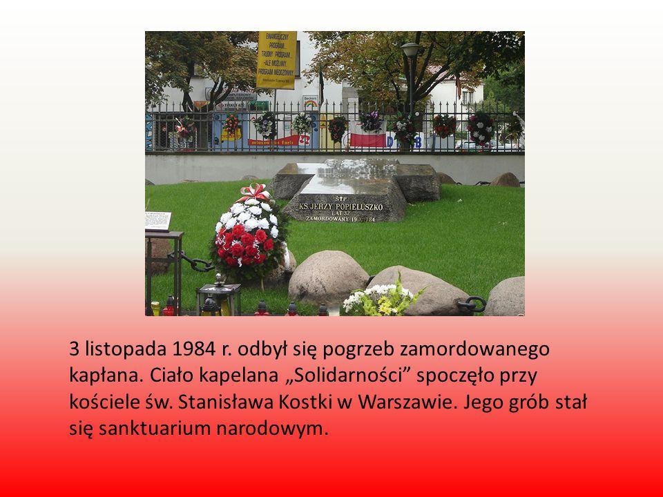 """3 listopada 1984 r. odbył się pogrzeb zamordowanego kapłana. Ciało kapelana """"Solidarności"""" spoczęło przy kościele św. Stanisława Kostki w Warszawie. J"""