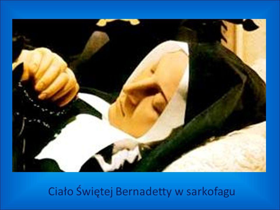 Ciało Świętej Bernadetty w sarkofagu