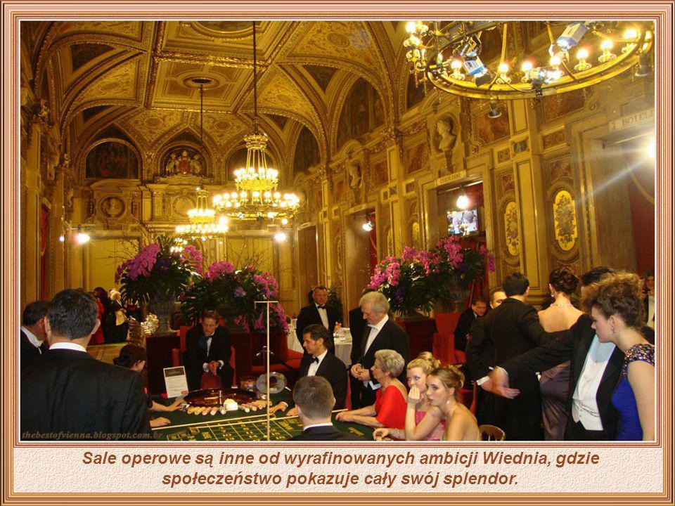 Noc w Operze Wiedeńskiej to nie tylko uczta dla melomanów ale i szansa dla cudzoziemców, aby docenili jak eleganccy są Wiedeńczycy.