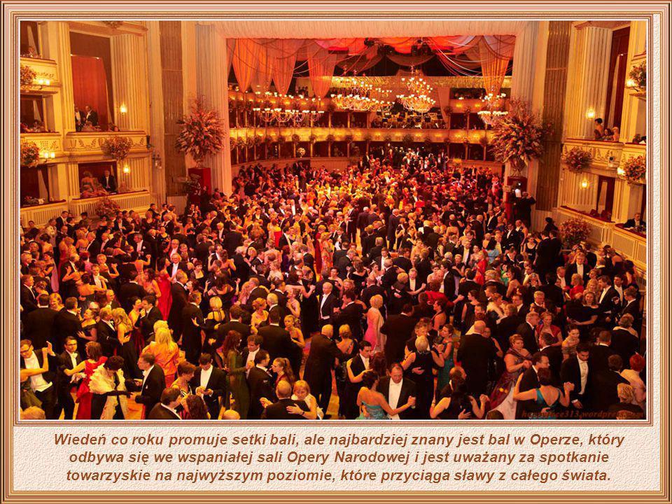 Sale operowe są inne od wyrafinowanych ambicji Wiednia, gdzie społeczeństwo pokazuje cały swój splendor.