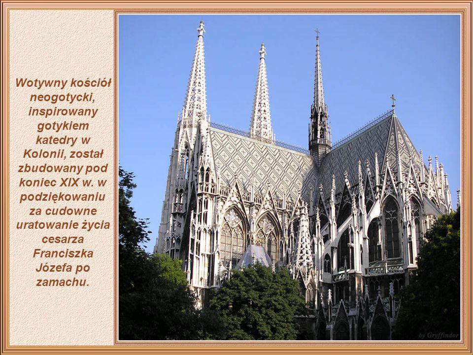 Katedra Świętego Szczepana jest przykładem architektury z XII wieku. Została odnowiona w stylu gotyckim w latach 1304-1433, natomiast jej wnętrze uzys