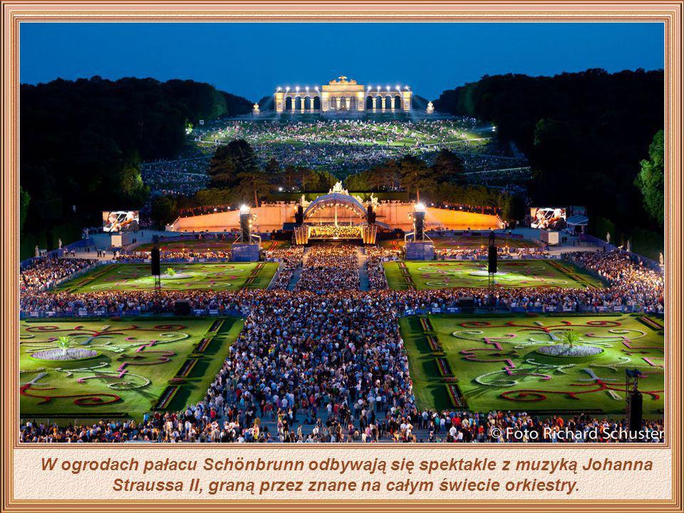 Wiedeń widziany z ogrodów pałacu Schönbrunn To było w Wiedniu - inspirator słynnych wiedeńskich walców Johann Strauss II w sierpniu 1889 roku - z okaz