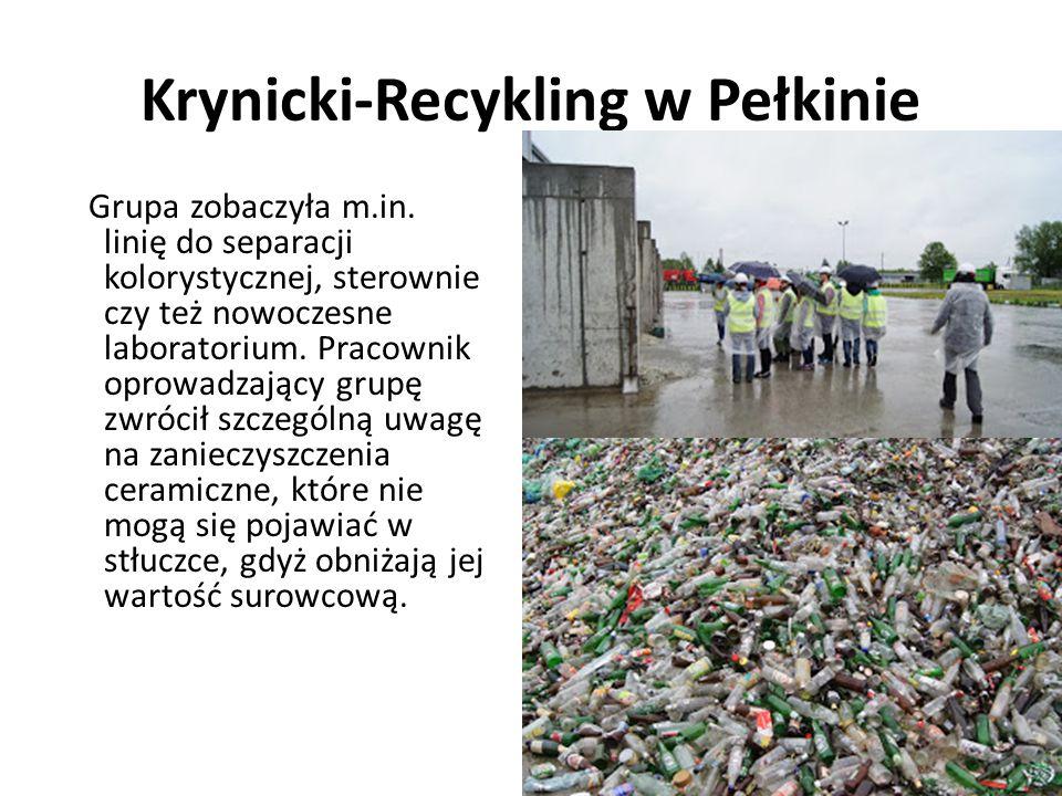 Krynicki-Recykling w Pełkinie Grupa zobaczyła m.in. linię do separacji kolorystycznej, sterownie czy też nowoczesne laboratorium. Pracownik oprowadzaj
