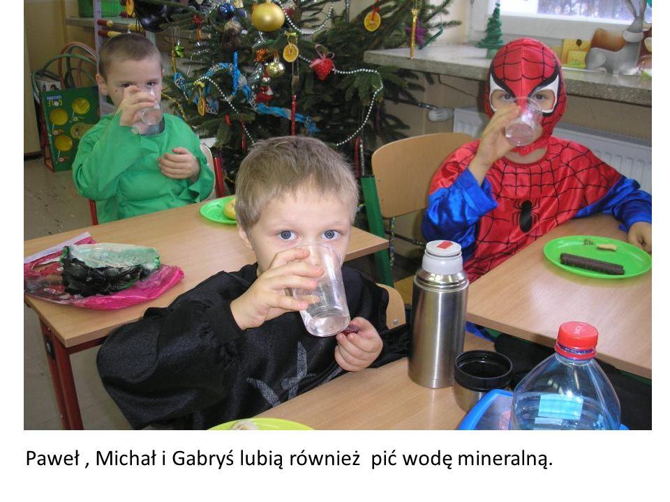 Paweł, Michał i Gabryś lubią również pić wodę mineralną.