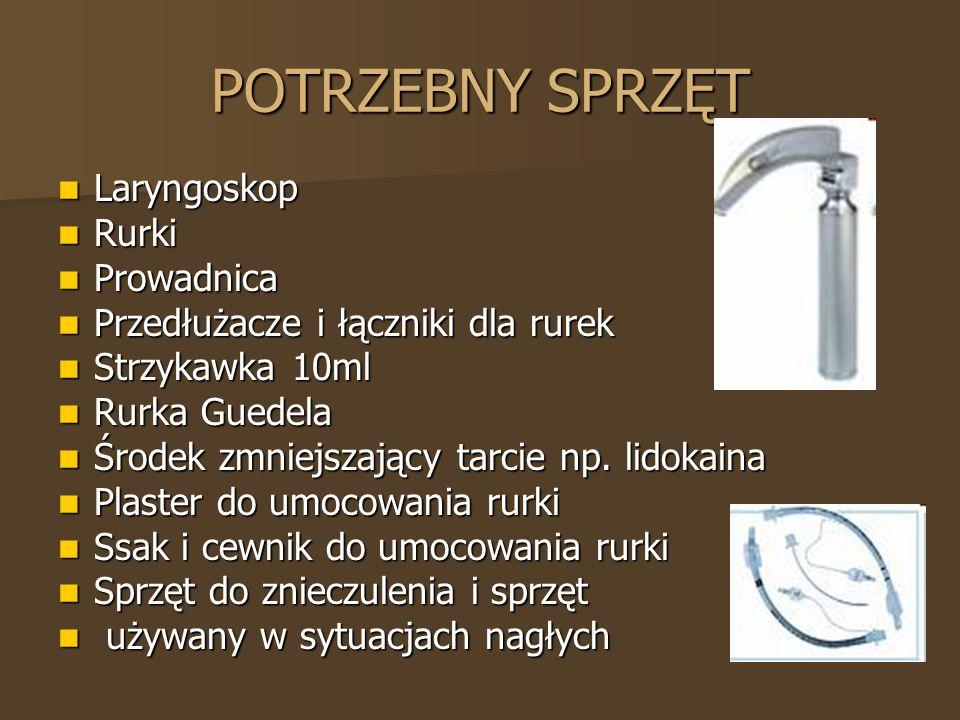 POTRZEBNY SPRZĘT Laryngoskop Laryngoskop Rurki Rurki Prowadnica Prowadnica Przedłużacze i łączniki dla rurek Przedłużacze i łączniki dla rurek Strzyka