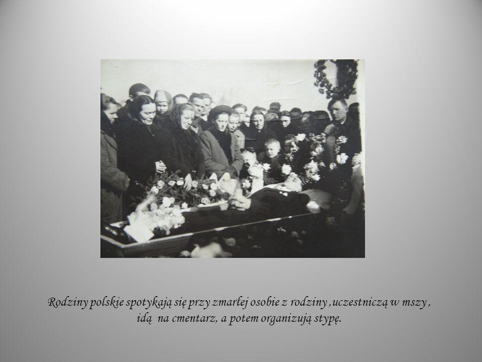 Rodziny polskie spotykają się przy zmarłej osobie z rodziny,uczestniczą w mszy, idą na cmentarz, a potem organizują stypę.