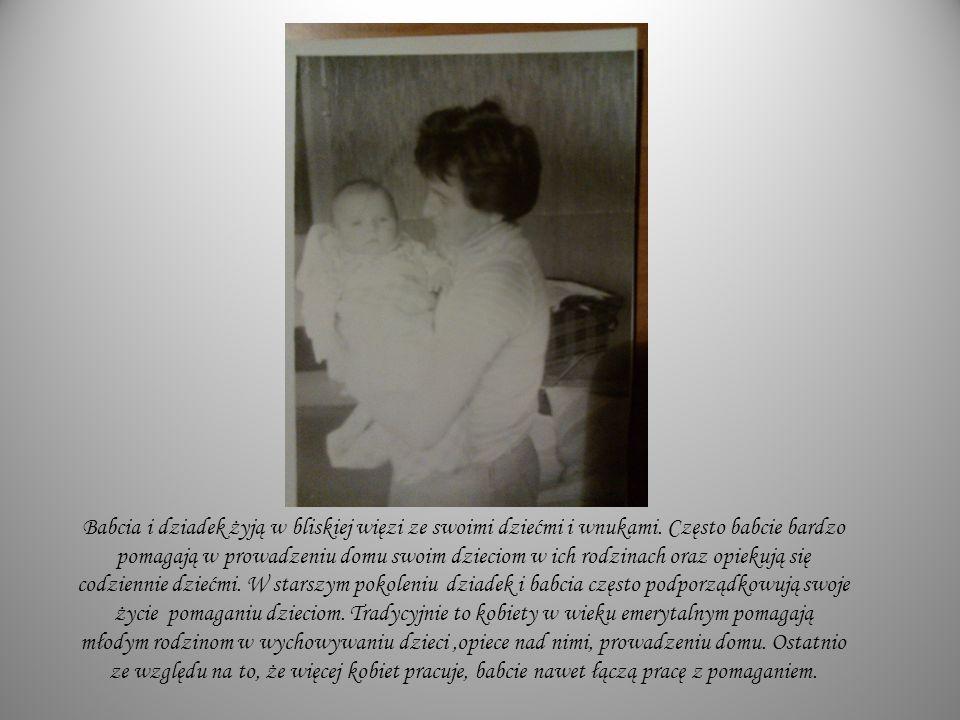 Babcia i dziadek żyją w bliskiej więzi ze swoimi dziećmi i wnukami. Często babcie bardzo pomagają w prowadzeniu domu swoim dzieciom w ich rodzinach or