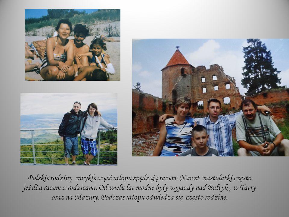 Polskie rodziny zwykle część urlopu spędzają razem. Nawet nastolatki często jeżdżą razem z rodzicami. Od wielu lat modne były wyjazdy nad Bałtyk, w Ta