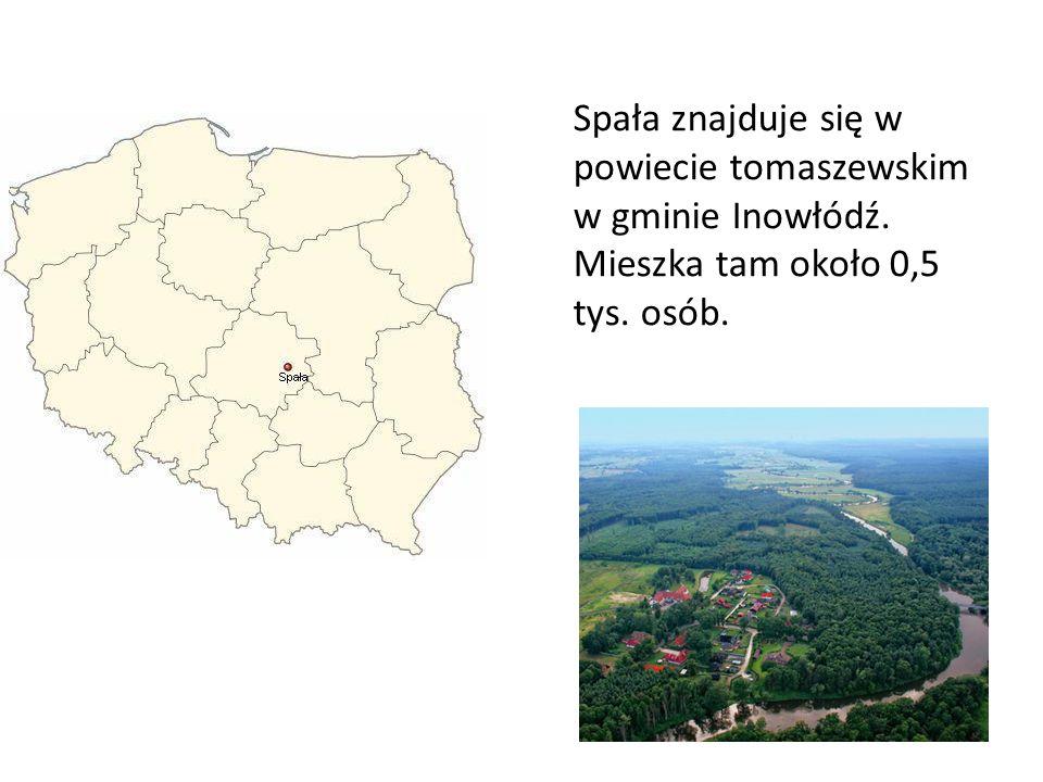 Spała znajduje się w powiecie tomaszewskim w gminie Inowłódź. Mieszka tam około 0,5 tys. osób.