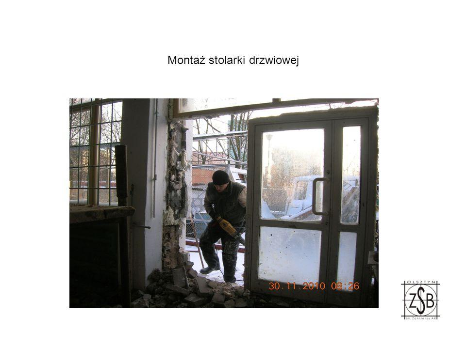 Zamontowane nowa stolarka drzwiowa i okienna