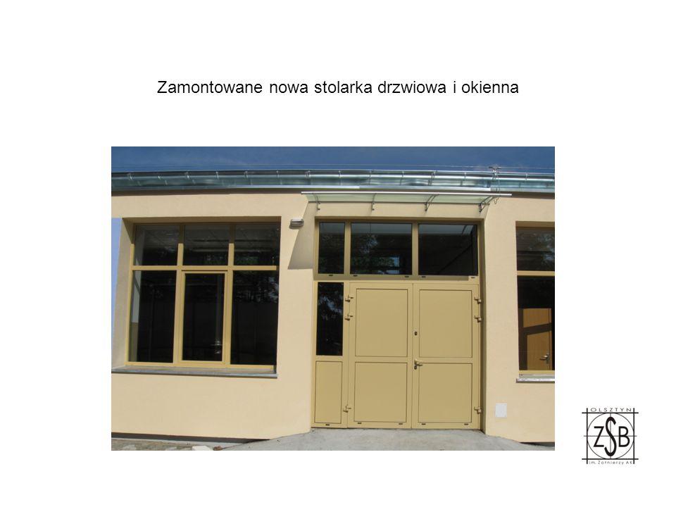 Montaż kolejnych drzwi w halach do obróbki drewna