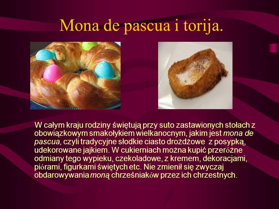 Mona de pascua i torija. W całym kraju rodziny świętują przy suto zastawionych stołach z obowiązkowym smakołykiem wielkanocnym, jakim jest mona de pas