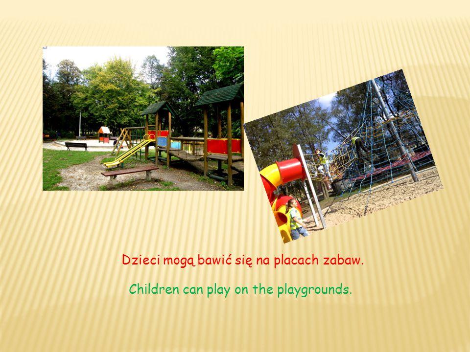 Dzieci mogą bawić się na placach zabaw. Ch i ldren can play on the playgrounds.