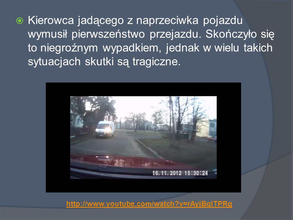  Kierowca jadącego z naprzeciwka pojazdu wymusił pierwszeństwo przejazdu.