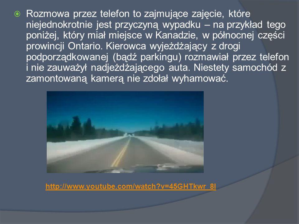  Rozmowa przez telefon to zajmujące zajęcie, które niejednokrotnie jest przyczyną wypadku – na przykład tego poniżej, który miał miejsce w Kanadzie, w północnej części prowincji Ontario.