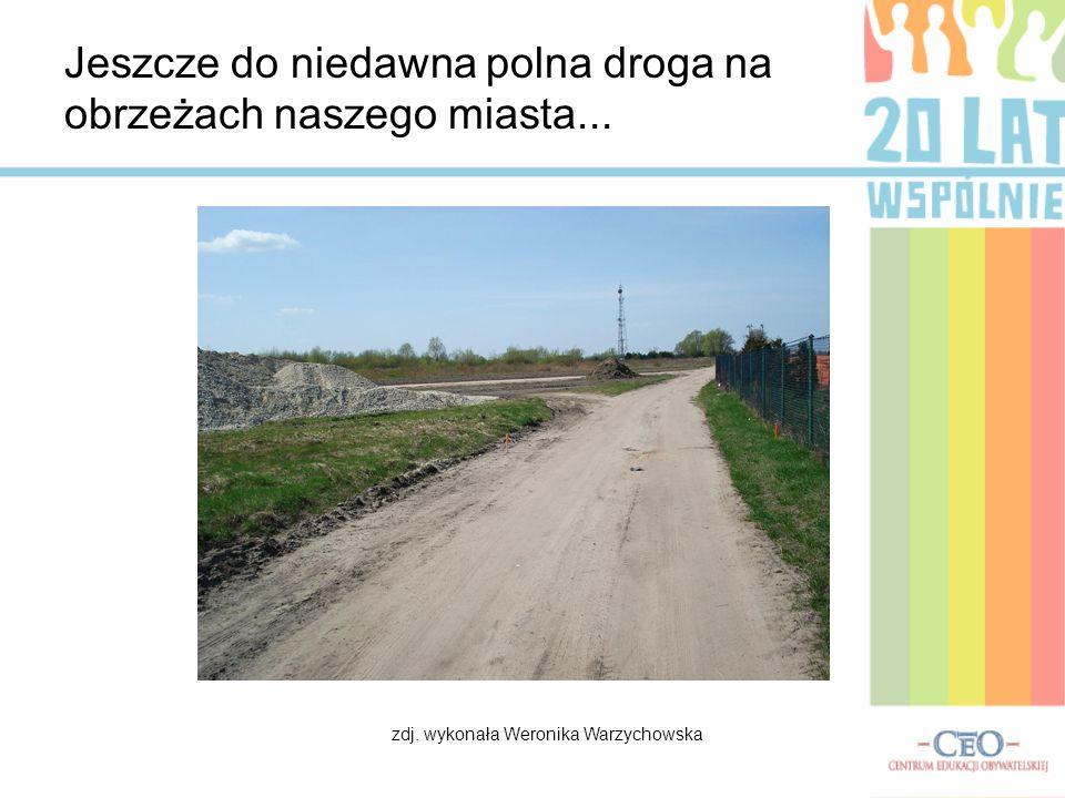 Jeszcze do niedawna polna droga na obrzeżach naszego miasta... zdj. wykonała Weronika Warzychowska