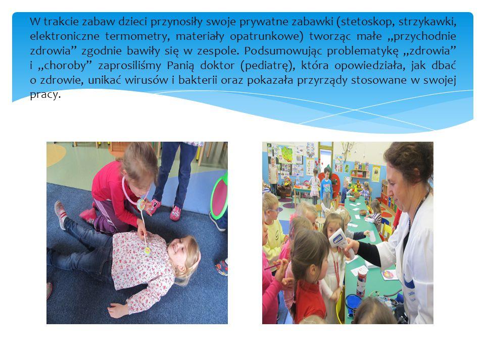 """W trakcie zabaw dzieci przynosiły swoje prywatne zabawki (stetoskop, strzykawki, elektroniczne termometry, materiały opatrunkowe) tworząc małe """"przych"""