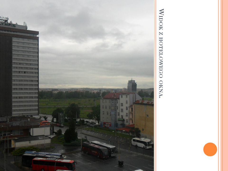 DZIEŃ 1. Dnia 28.maja 2014 roku uczniowie naszej szkoły odbyli wycieczkę do stolicy Czech – Pragi w celu poznawania zabytków i kultury czeskiej, oraz