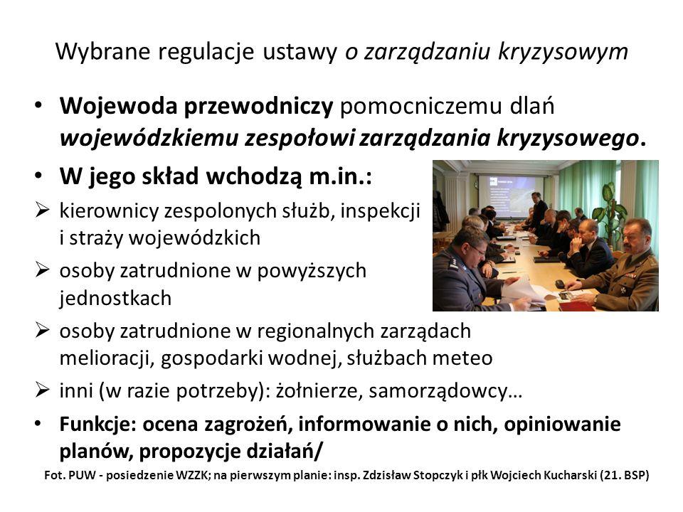 Wybrane regulacje ustawy o zarządzaniu kryzysowym Wojewoda przewodniczy pomocniczemu dlań wojewódzkiemu zespołowi zarządzania kryzysowego. W jego skła