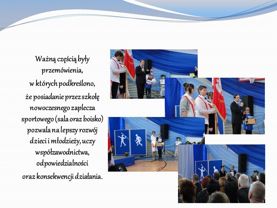 Ważną częścią były przemówienia, w których podkreślono, że posiadanie przez szkołę nowoczesnego zaplecza sportowego (sala oraz boisko) pozwala na leps