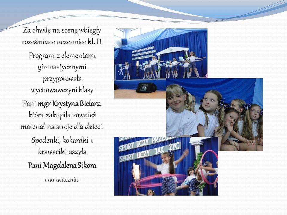 Za chwilę na scenę wbiegły roześmiane uczennice kl. II. Program z elementami gimnastycznymi przygotowała wychowawczyni klasy Pani mgr Krystyna Bielarz
