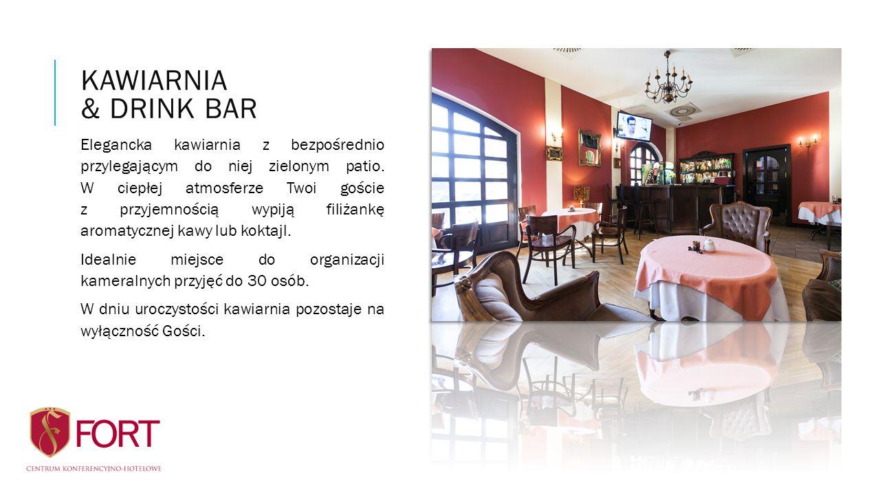 Elegancka kawiarnia z bezpośrednio przylegającym do niej zielonym patio. W ciepłej atmosferze Twoi goście z przyjemnością wypiją filiżankę aromatyczne