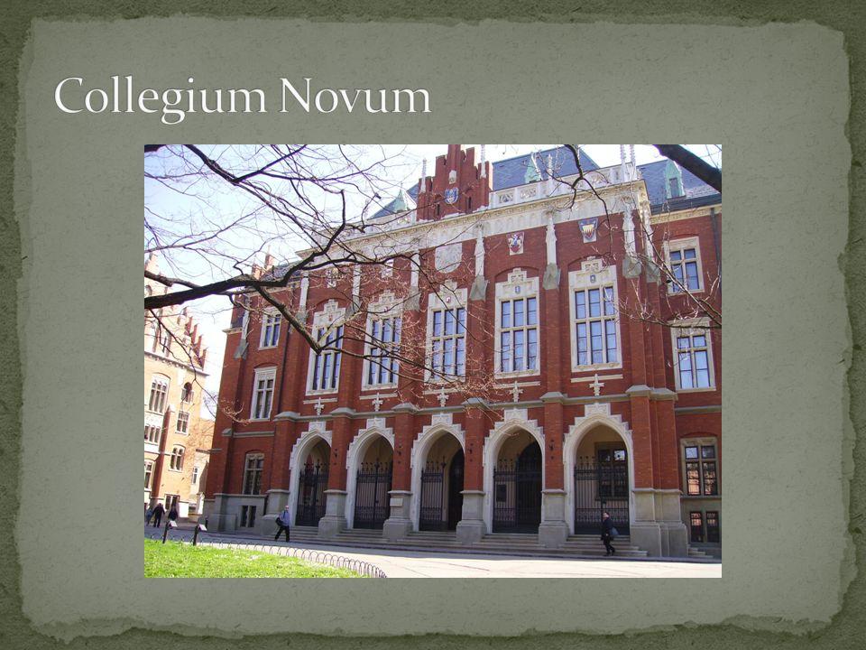 Jest głównym budynkiem Uniwersytetu Jagiellońskiego w Krakowie i znajduje się przy ul.