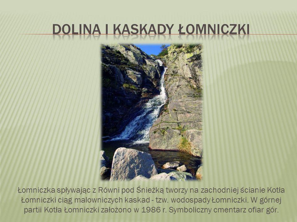 Łomniczka spływając z Równi pod Śnieżką tworzy na zachodniej ścianie Kotła Łomniczki ciąg malowniczych kaskad - tzw.