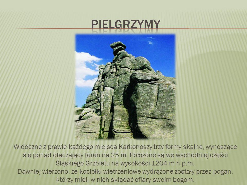 Widoczne z prawie każdego miejsca Karkonoszy trzy formy skalne, wynoszące się ponad otaczający teren na 25 m.