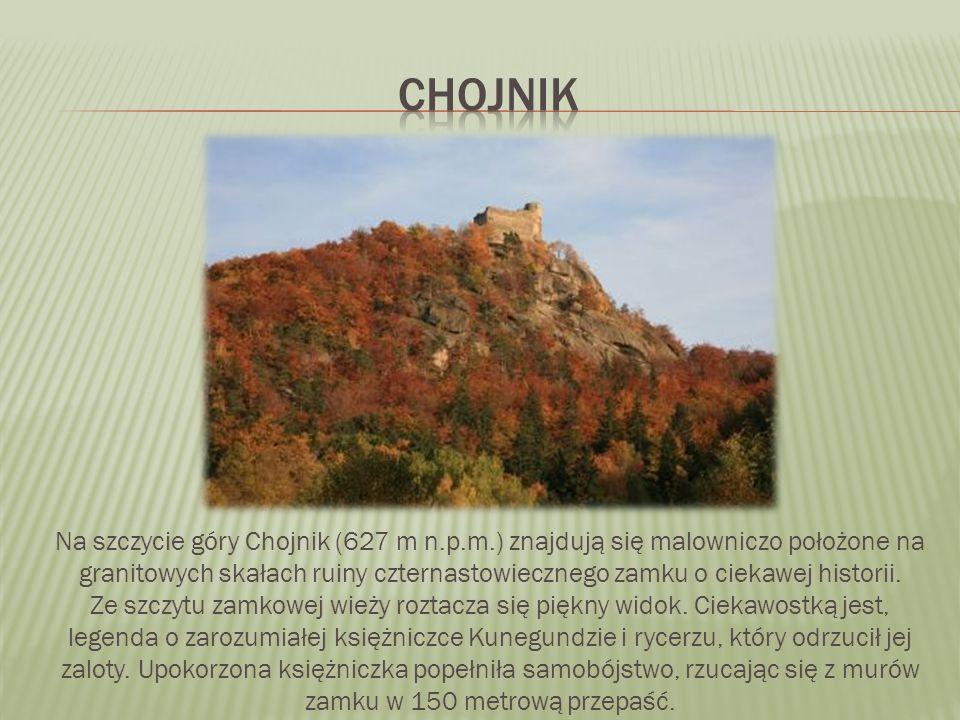 Na szczycie góry Chojnik (627 m n.p.m.) znajdują się malowniczo położone na granitowych skałach ruiny czternastowiecznego zamku o ciekawej historii. Z