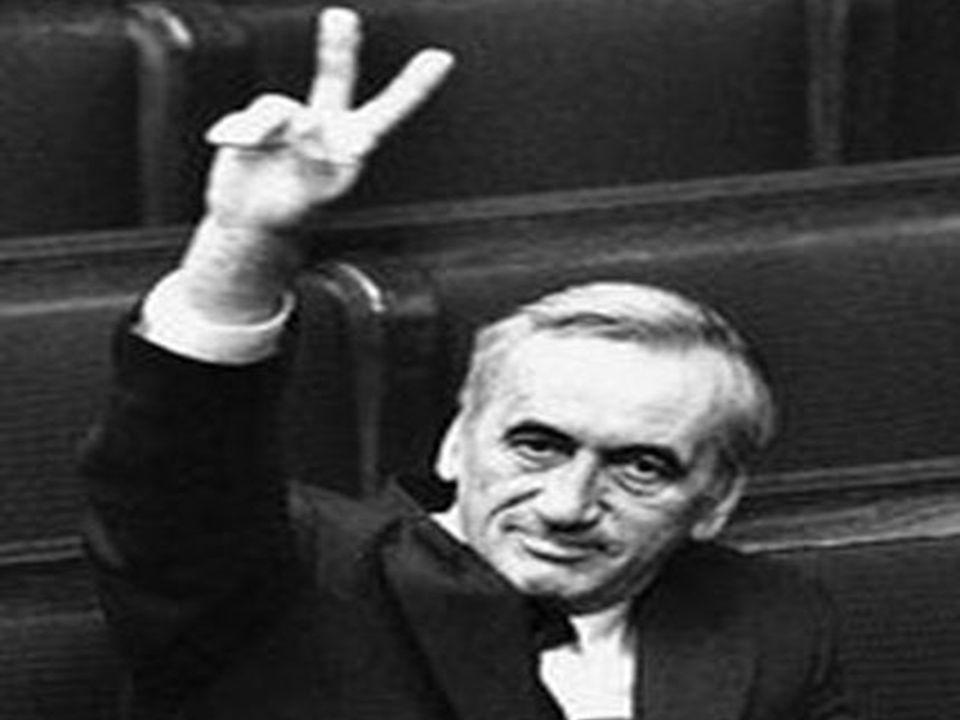 Geneza Okrągłego Stołu 27 września 1988 roku stanowisko premiera objął Mieczysław Rakowski, 14 października został natomiast powołany jego gabinet.