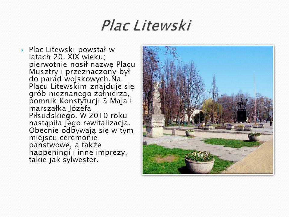  Plac Litewski powstał w latach 20. XIX wieku; pierwotnie nosił nazwę Placu Musztry i przeznaczony był do parad wojskowych.Na Placu Litewskim znajduj