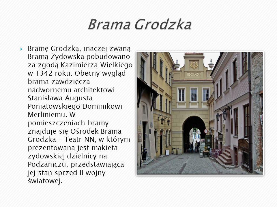  Bramę Grodzką, inaczej zwaną Bramą Żydowską pobudowano za zgodą Kazimierza Wielkiego w 1342 roku. Obecny wygląd brama zawdzięcza nadwornemu architek