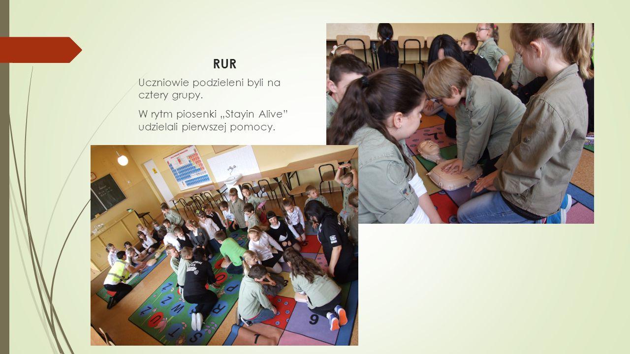"""RUR Uczniowie podzieleni byli na cztery grupy. W rytm piosenki """"Stayin Alive"""" udzielali pierwszej pomocy."""