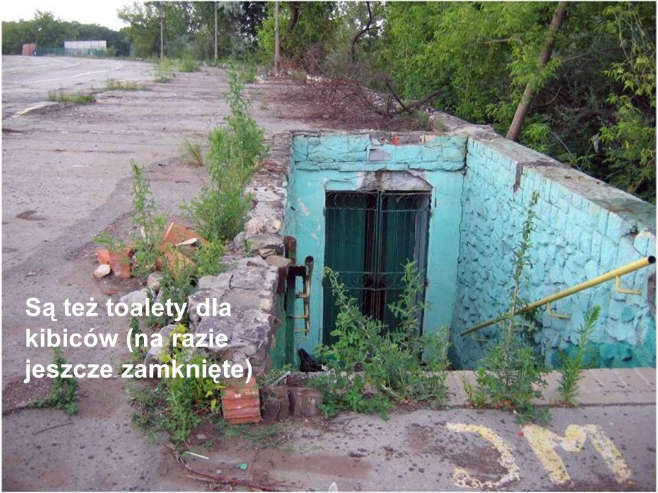 Są też toalety dla kibiców (na razie jeszcze zamknięte)