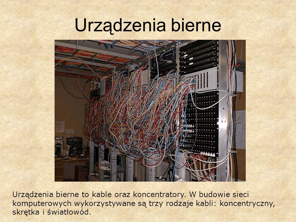 Urządzenia bierne Urządzenia bierne to kable oraz koncentratory. W budowie sieci komputerowych wykorzystywane są trzy rodzaje kabli: koncentryczny, sk