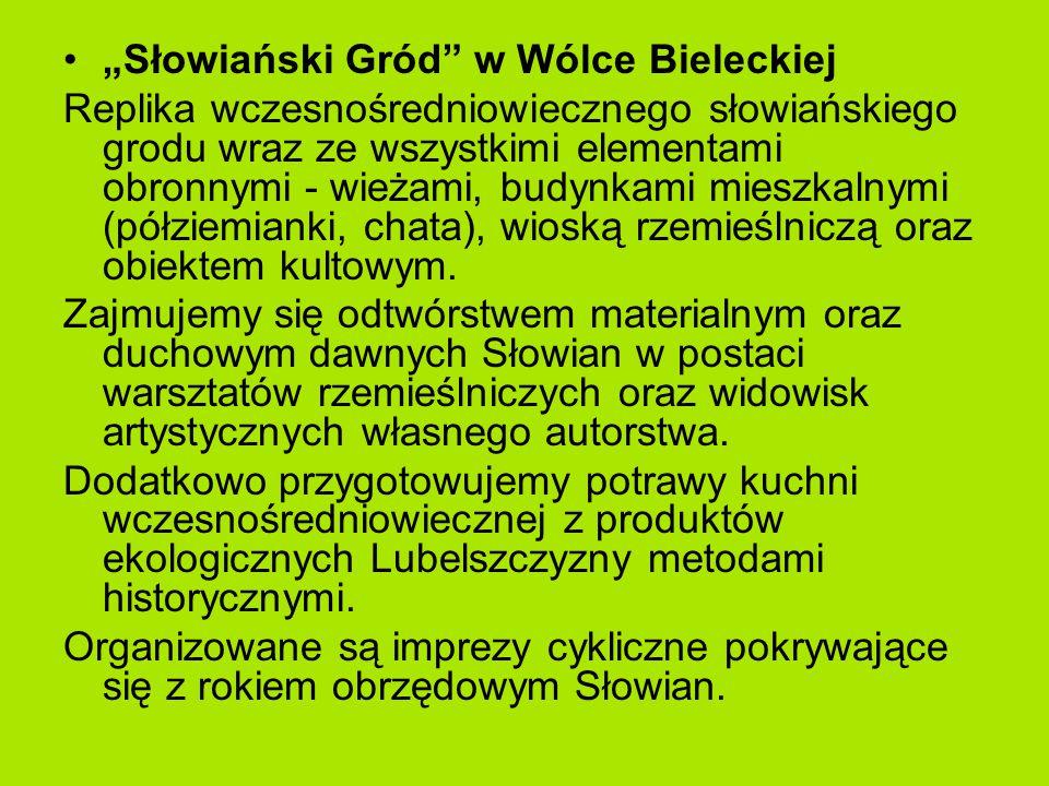 """""""Słowiański Gród w Wólce Bieleckiej Replika wczesnośredniowiecznego słowiańskiego grodu wraz ze wszystkimi elementami obronnymi - wieżami, budynkami mieszkalnymi (półziemianki, chata), wioską rzemieślniczą oraz obiektem kultowym."""