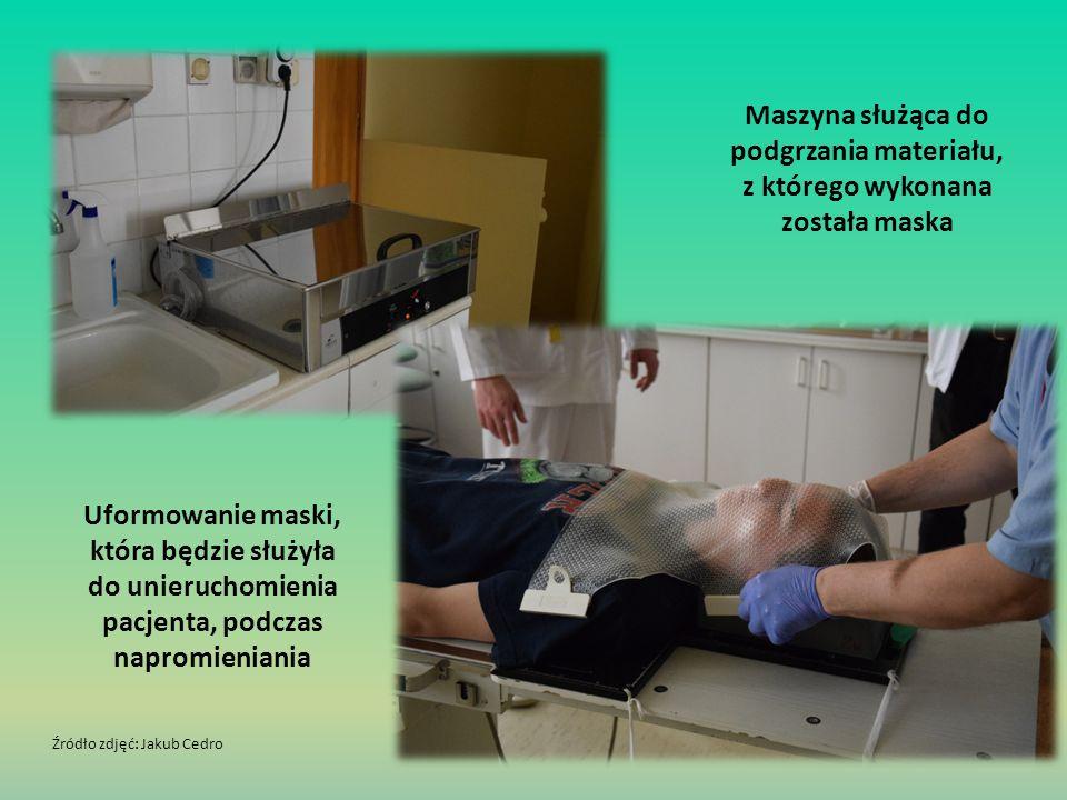 Maszyna służąca do podgrzania materiału, z którego wykonana została maska Uformowanie maski, która będzie służyła do unieruchomienia pacjenta, podczas