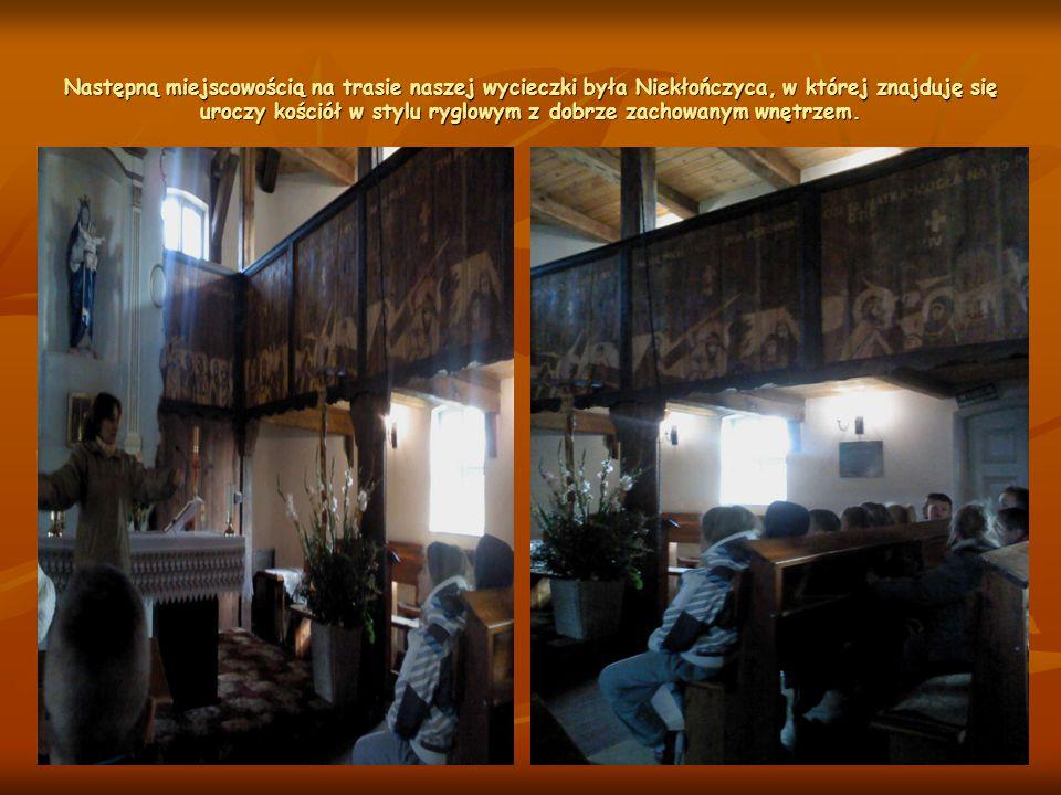 Następną miejscowością na trasie naszej wycieczki była Niekłończyca, w której znajduję się uroczy kościół w stylu ryglowym z dobrze zachowanym wnętrzem.