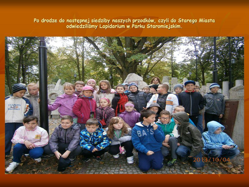 Po drodze do następnej siedziby naszych przodków, czyli do Starego Miasta odwiedziliśmy Lapidarium w Parku Staromiejskim.
