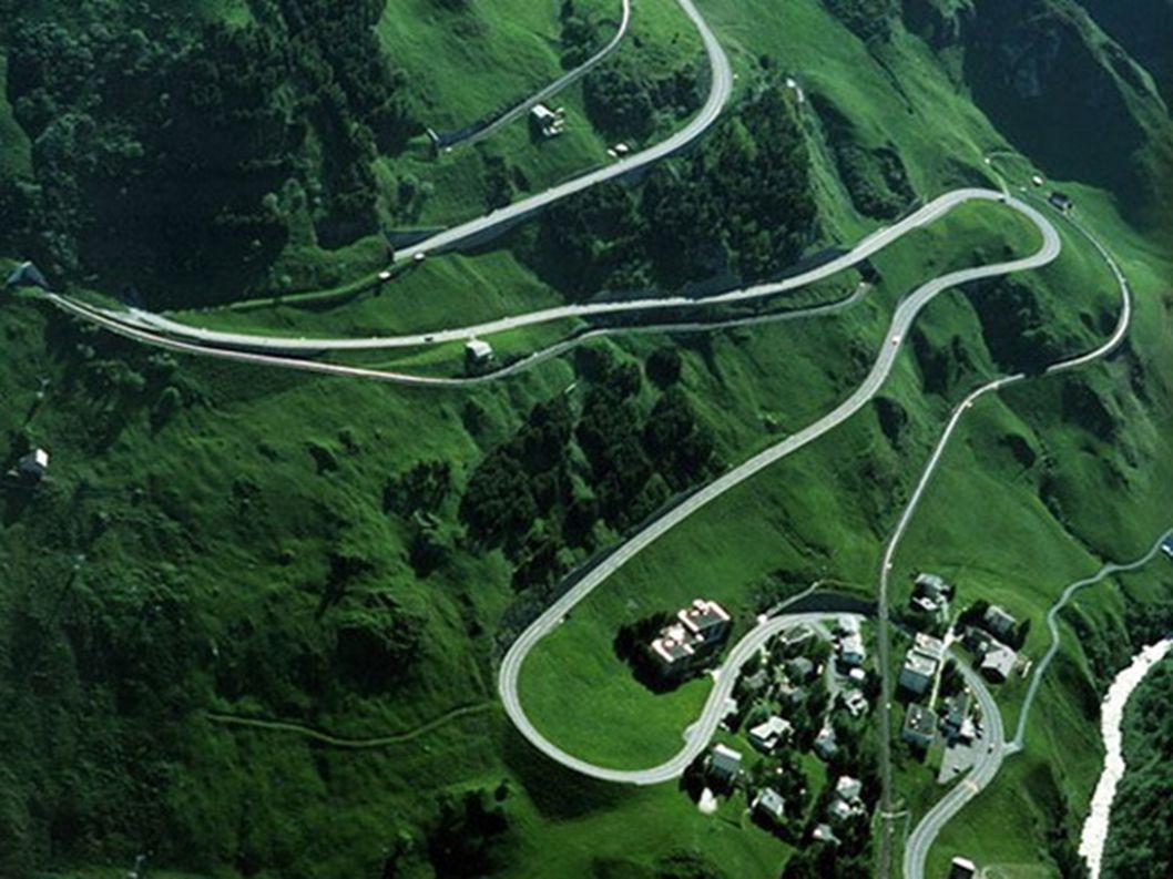 11.Przełęcz Oberalp – Szwajcaria Szwajcaria bardzo ostrymi przepisami ruchu drogowego nie zachęca do szaleństw, ale swoimi drogami wręcz przeciwne. Se