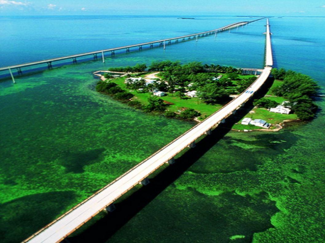 15.The Overseas Highway Florida Keys Jest to droga dosłownie zawieszona nad wodą. Składa się z szeregu mostów przechodzących przez wiele małych wysepe