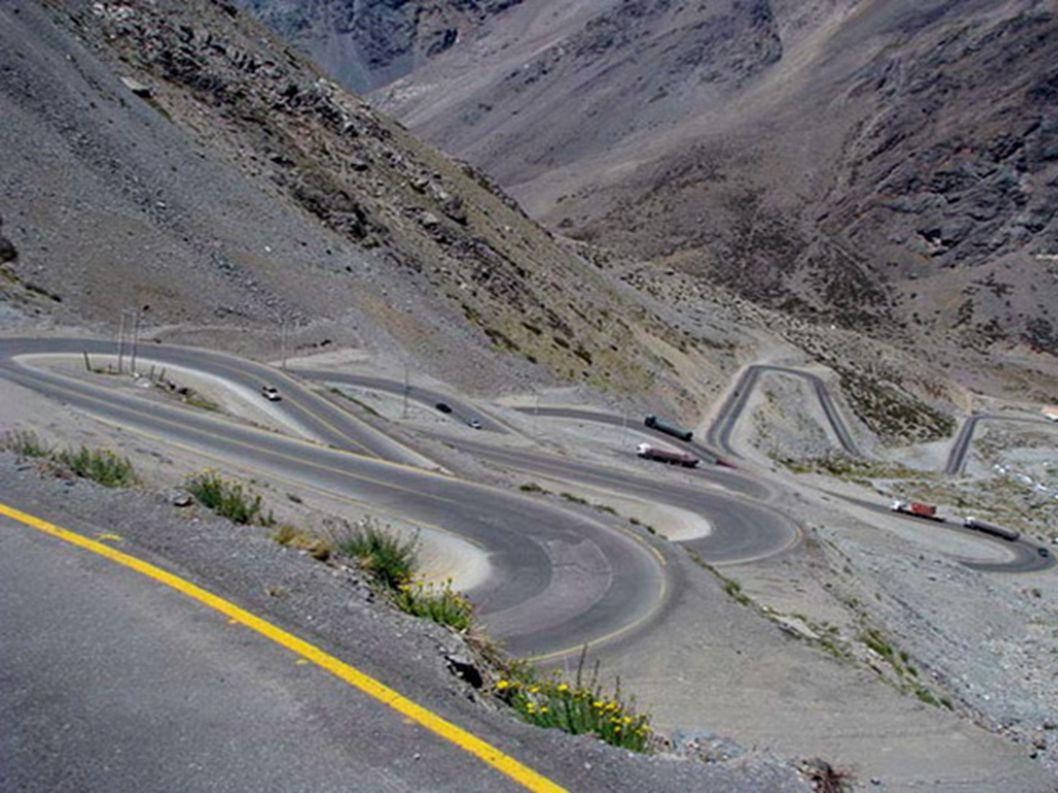 6.Przełęcz Los Caracoles – Andy Jeśli planujecie podróż do Ameryki Południowej, to powinniście odwiedzić tę drogę. Jadąc nią można oglądać przeogromne
